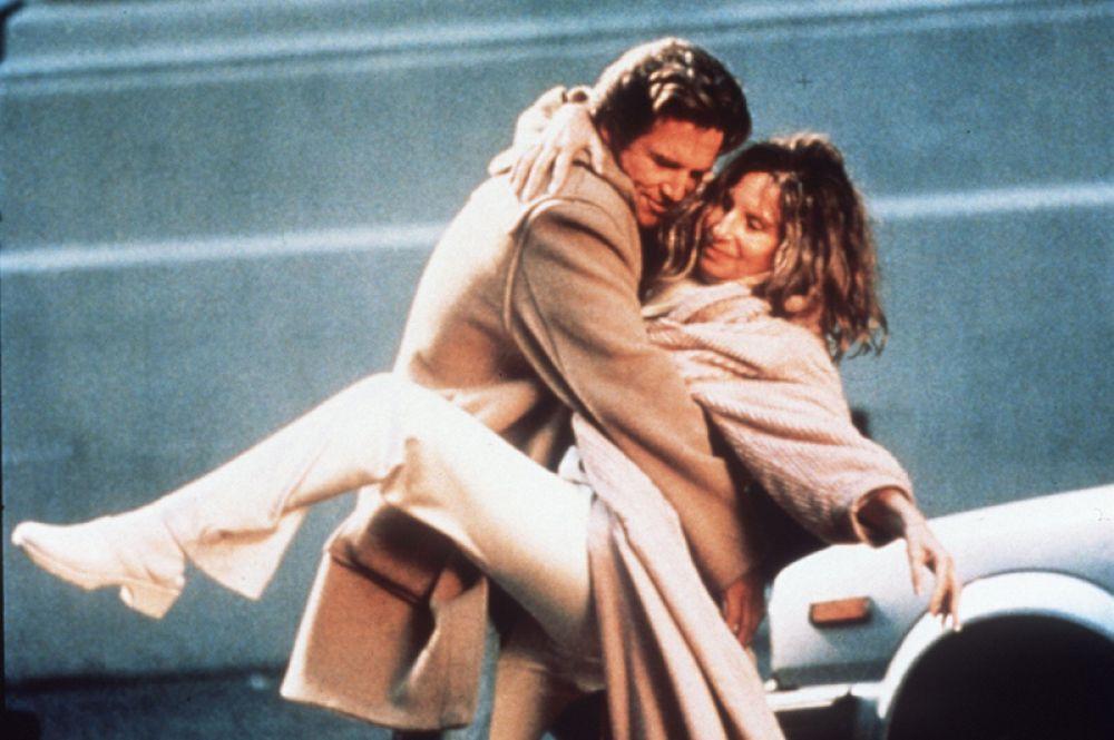 В романтической картине «У зеркала два лица» (1996).