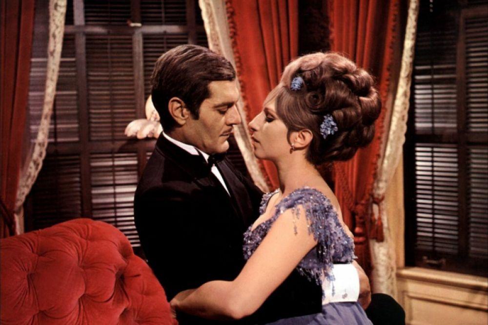 Первым фильмом Стрейзанд стала музыкальная комедия «Смешная девчонка» (1968), написанная специально для неё. Картина принесла Стрейзанд мировую известность, за которую она получила «Оскар» как «Лучшая актриса».