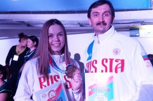 Инна Жданова с тренером Дмитрием Дагаевым.