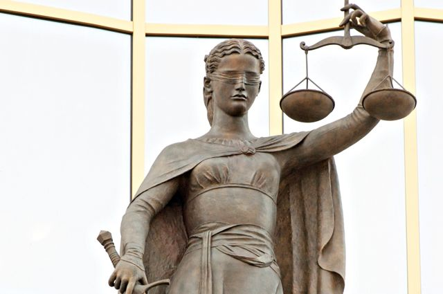 Также не исключается вероятность, что она оказывает давление на свидетелей.
