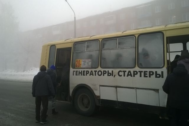 В Кемеровской области женщина выпала из маршрутки.
