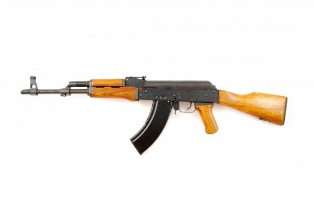 Ревнивый гражданин Самарской области выстрелил в супругу изавтомата «Калашникова»