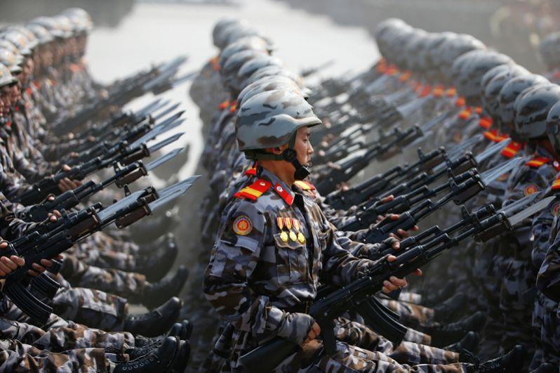 Общая численность северокорейской армии — 1 280 000 человек, в резерве находятся 700 000 человек, полувоенные формирования в резерве — 4 500 000 человек.