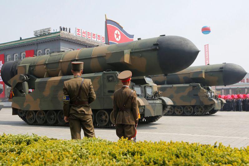 Стратегические ракетные войска КНДР во время военного парада, посвященного 105-летию со дня рождения основателя Северной Кореи Ким Ир Сена в Пхеньяне.