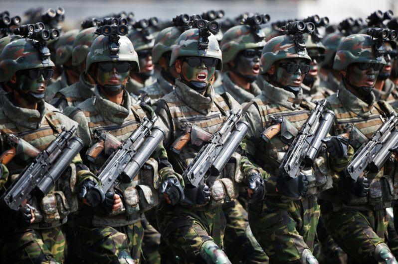 На состоявшемся 15 апреля в Пхеньяне военном параде был продемонстрирован новый вид вооруженных сил — специальные тактические войска.