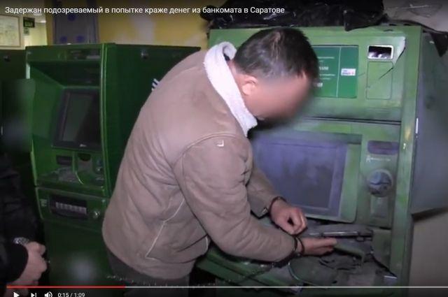 Саратовец вмаске подорвал банкомат