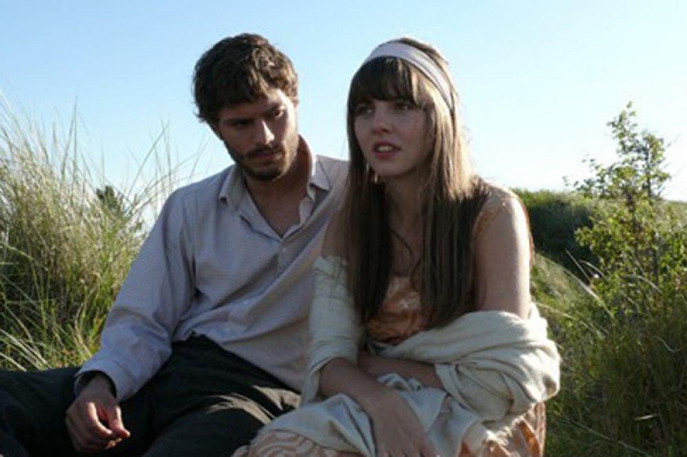 Продолжая работу в кино, актёр появился в британской драме «Тени на Солнце» (2009).