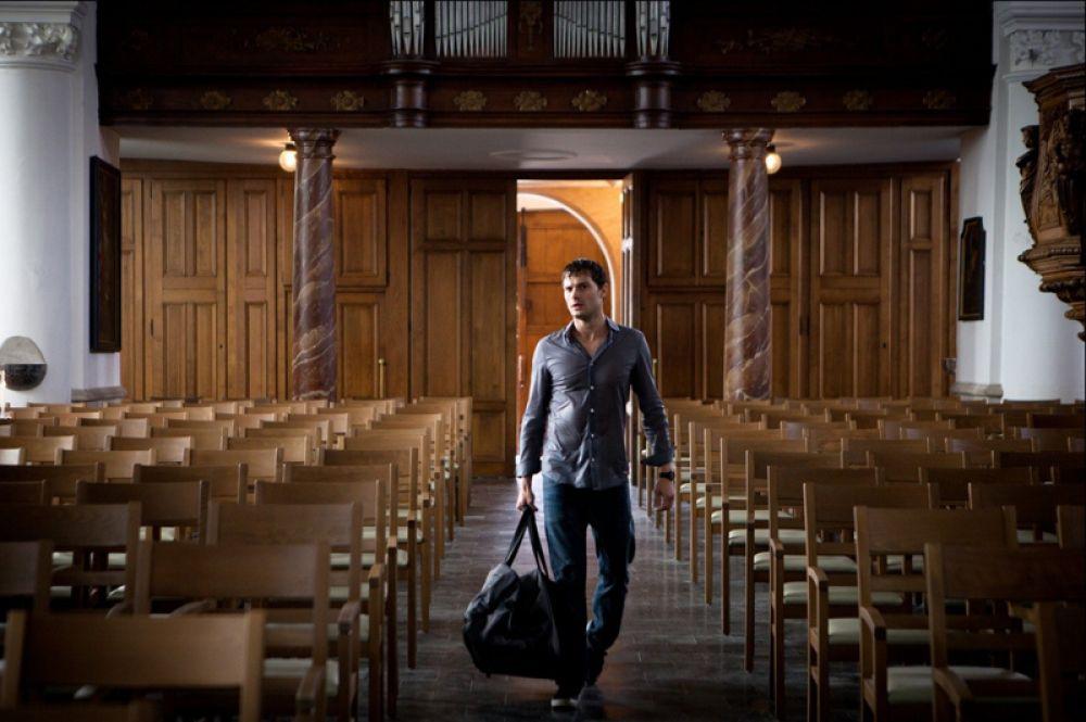Джейми Дорнан в фильме «Полёт домой» (2014).