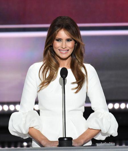 2016 год. Меланья Трамп выступает с речью во время съезда Республиканской партии.