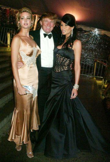 Дональд Трамп с дочерью Иванкой и супругой Меланьей.