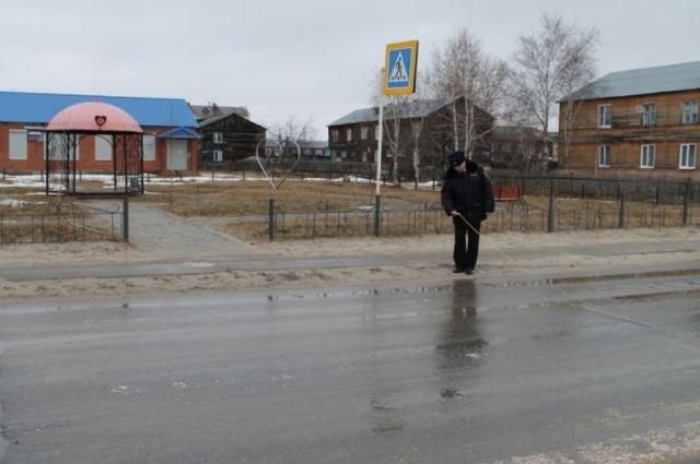 Сотрудники правопорядка отслеживают состояние дорог.