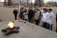 Команда возложила цветы на Мемориале Победы.