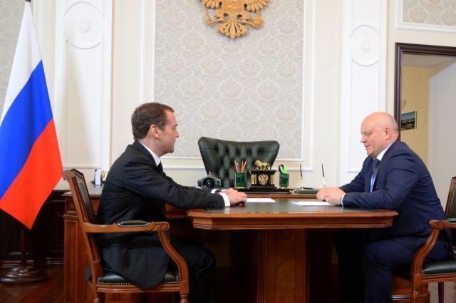 Премьер-министр встретился с губернатором Омской области.