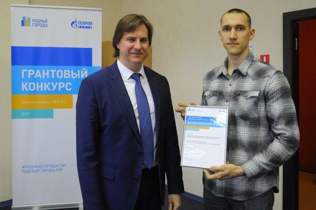 Победителям конкурса вручили сертификаты.