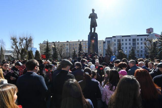 Минниханов иШаймиев возложили цветы к монументу поэта Габдулле Тукаю