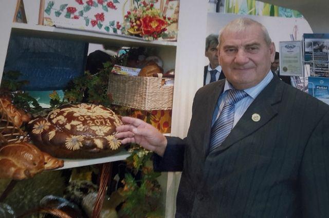 Иван Петрович Бурлаков идёт на рекорд: 50 лет руководит одним хозяйством.