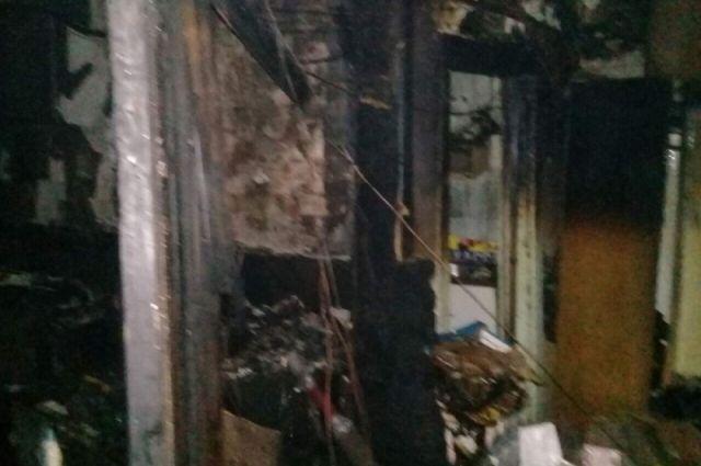 ВЧебоксарах горела квартира, cотрудники экстренных служб сумели вывести 8 человек изподъезда