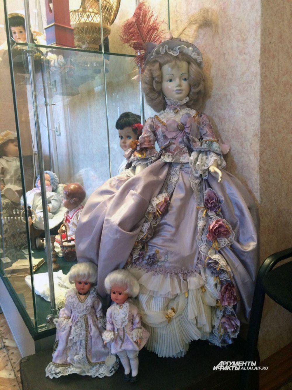 Французы использовали кукол для демонстрации модных нарядов.