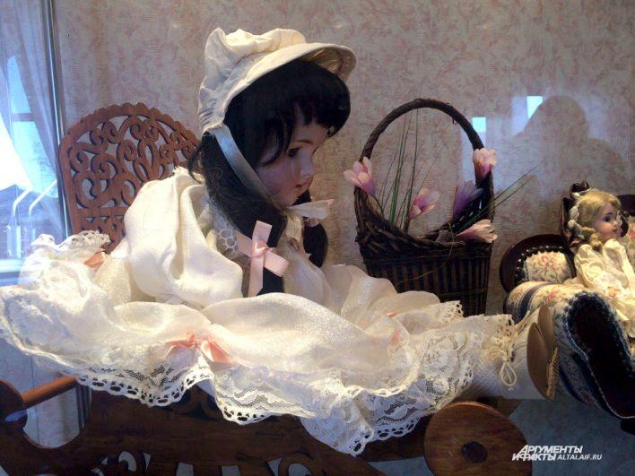 Кукла Галка - самая старая, ей 120 лет.