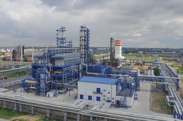 «Газпромнефть-ОНПЗ», дочернее предприятие компании «Газпром нефть», — крупнейший по объему переработки и один из самых современных нефтеперерабатывающих заводов России.