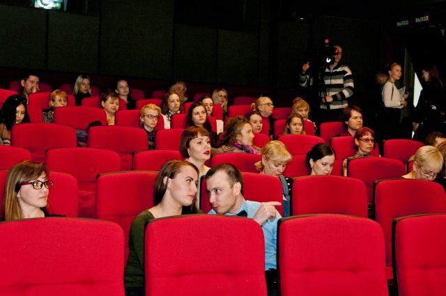 Почему российские фильмы идут в полупустых залах?