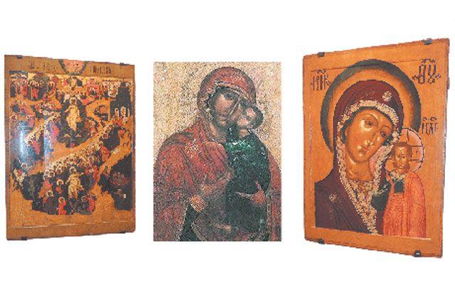 Эти шедевры древнерусского искусства - из экспозиции художественного музея, кроме иконы Толгской Богоматери (в центре), которая переехала в Толгский монастырь.