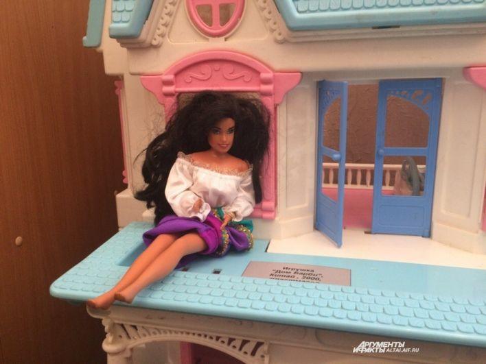 Первая кукла Барби.