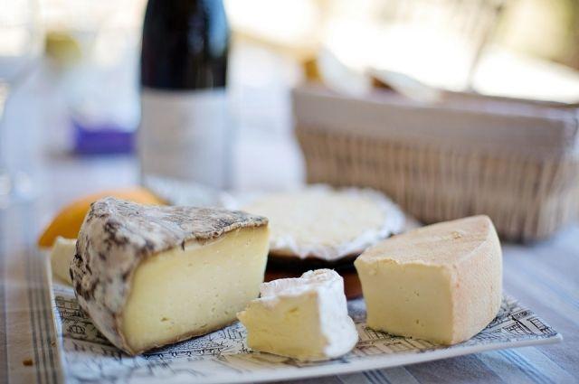 Новый сыр имеет пряный насыщенный вкус