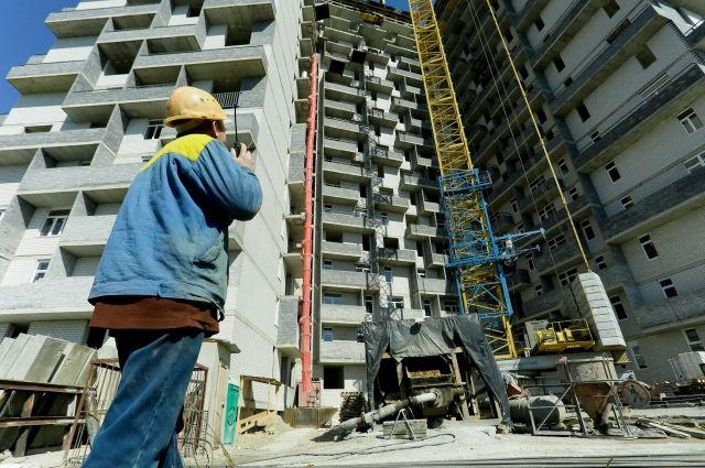 На строительных объектах в Тюмени незаконно работали иностранцы