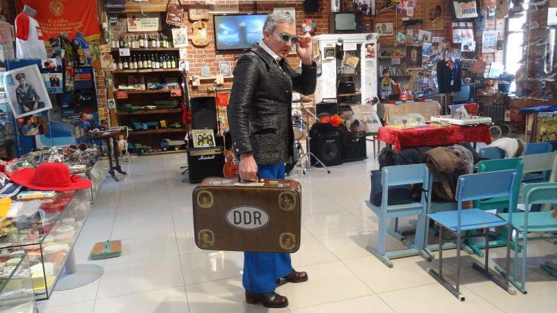 Если у солдата в руках был такой чемодан, это означало, что он служил в Германии.