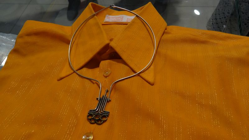 Рубашки из синтетической ткани сначала стоили дорого. Но были особенно популярными среди советских граждан.