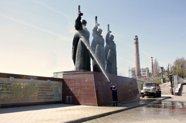 КоДню Победы привели впорядок мемориал наЧижовском плацдарме