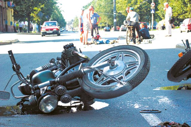 Несколько мотоциклистов пострадали еще до официального открытия сезона.