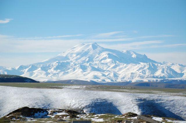 Два альпиниста сорвались при восхождении наЭльбрус
