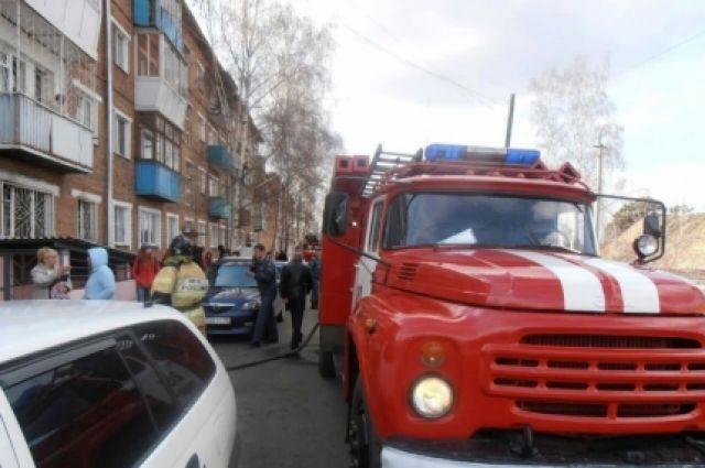 В результате пожара у истицы пострадала отделка квартиры и бытовые приборы и мебель.