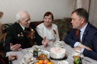 Илья Середюк побывал в гостях у ветеранов ВОВ.