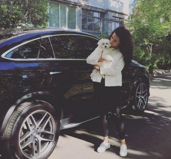 Настя Каменских ездит по Киеву на новеньком Mercedes