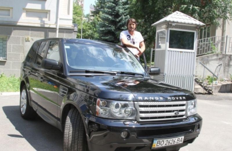 Украинский шоумен и волонтер Сергей Притула передвигается на Range Rover