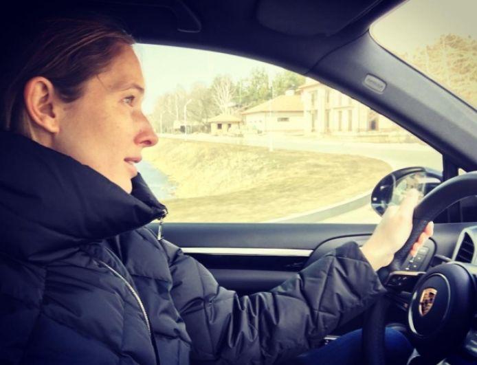 Катя Осадча ездит на немецком Porsche Panamera S E-Hybrid