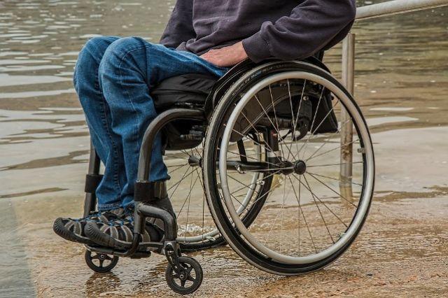 Инвалидов и бомжей Тюмени заставляют попрошайничать