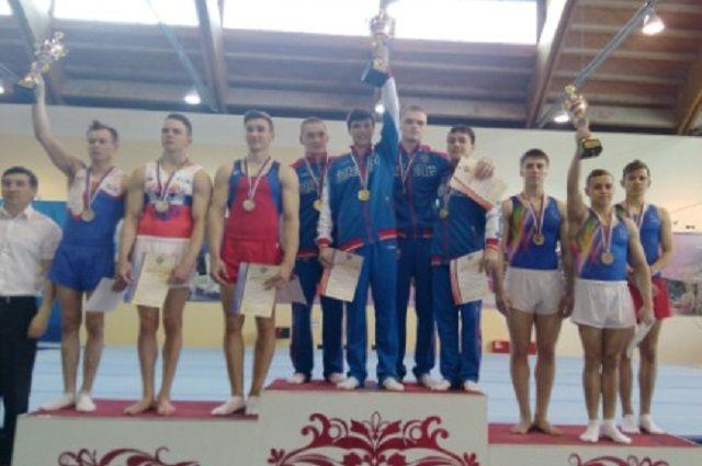 Пензенские гимнасты заняли второе место в командном первенстве.