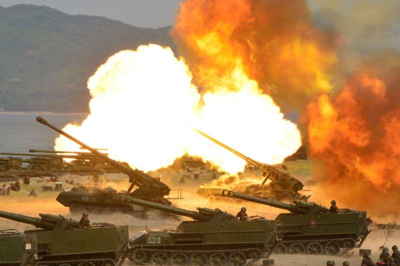 Военная тренировка, посвященная 85-й годовщине создания Корейской народной армии. Фото опубликовано 26 апреля 2017 года.