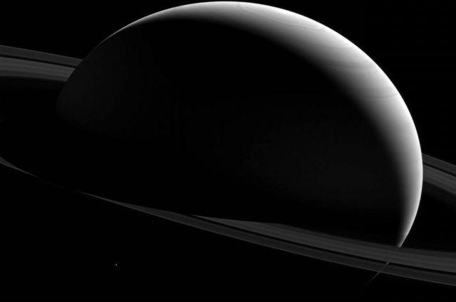 Зонд «Кассини» сделал видеозаписи ураганов на поверхности Сатурна