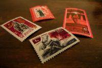 Получив наркотик, молодой человек приобретал марки, пропитывал их специальным составом и отправлял заказчикам по почте в виде простых писем
