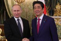 Президент РФВладимир Путин ипремьер-министр Японии Синдзо Абэ вовремя встречи.
