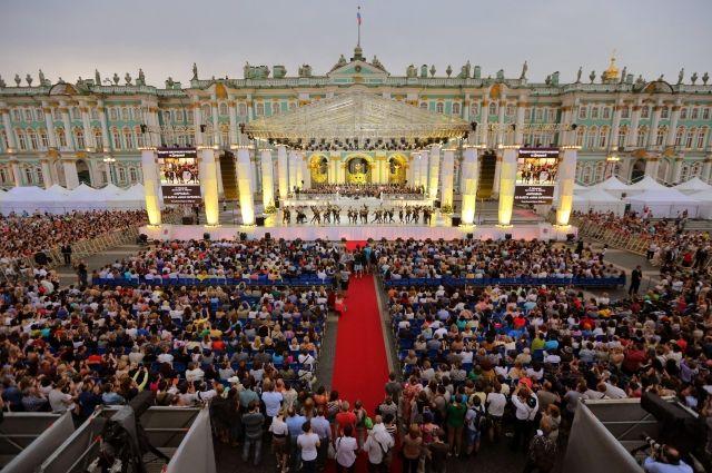 ВДень города вПетербурге состоится концерт «Классика наДворцовой»