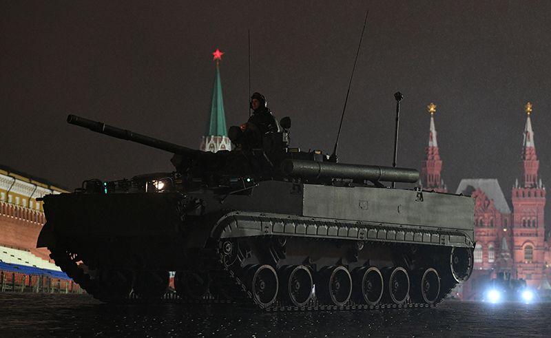 Боевая машина пехоты БМП-3 на репетиции парада Победы на Красной площади.