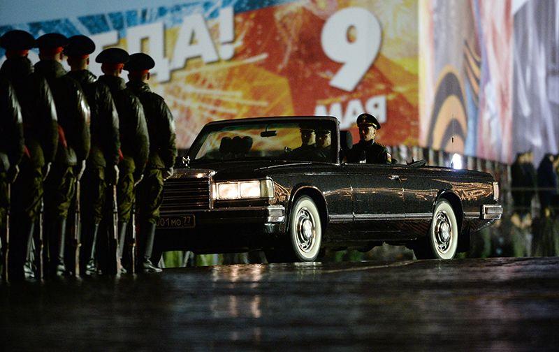 Автомобиль министра обороны РФ на репетиции парада Победы на Красной площади.