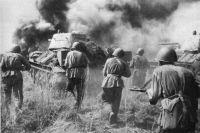 Пока на Урале разворачивались шпионские игры, на фронте вовсю шла война.