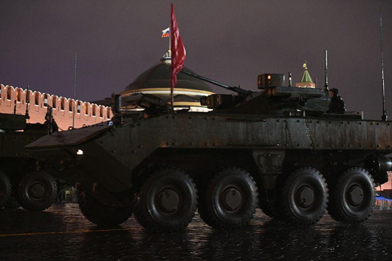 БМП на базе платформы ВПК-7829 «Бумеранг» на репетиции парада Победы на Красной площади.